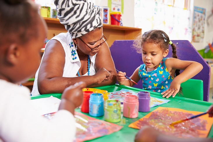 art teacher with preschool children